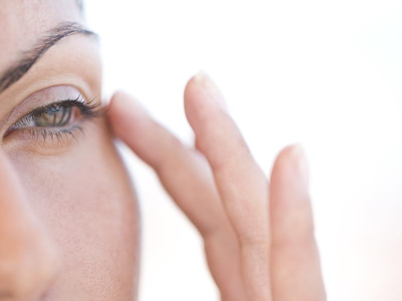 Профилактика старения кожи вокруг глаз