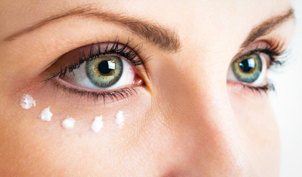 Как ухаживать за сухой кожей вокруг глаз
